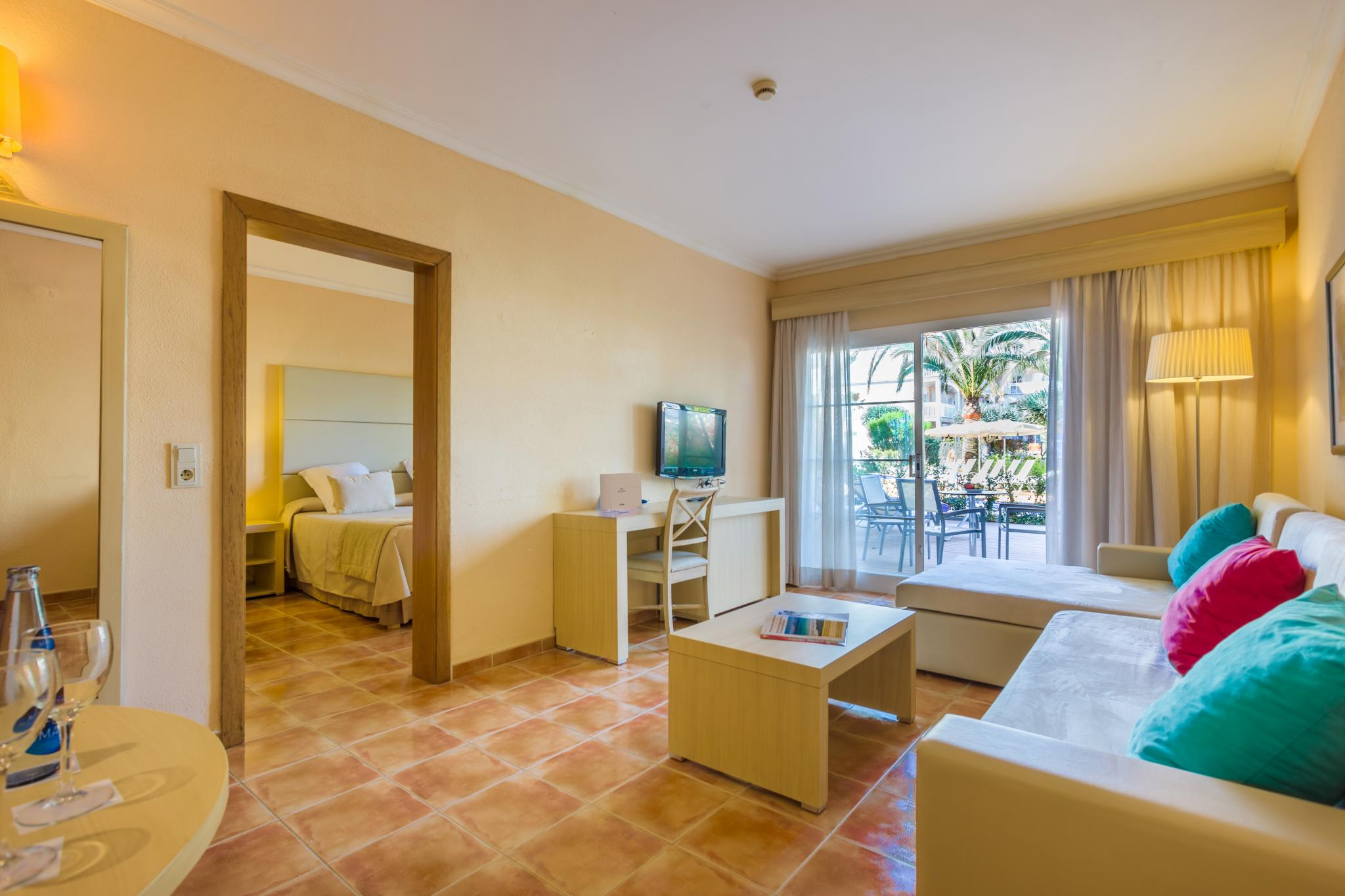 Rooms Hotel Zafiro Can Picafort Photos And Features