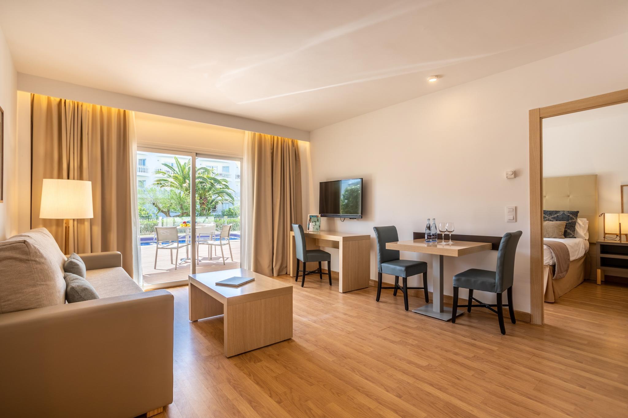 Zimmer hotel zafiro bahia bilder und zimmerausstattung for Zimmerausstattung hotel