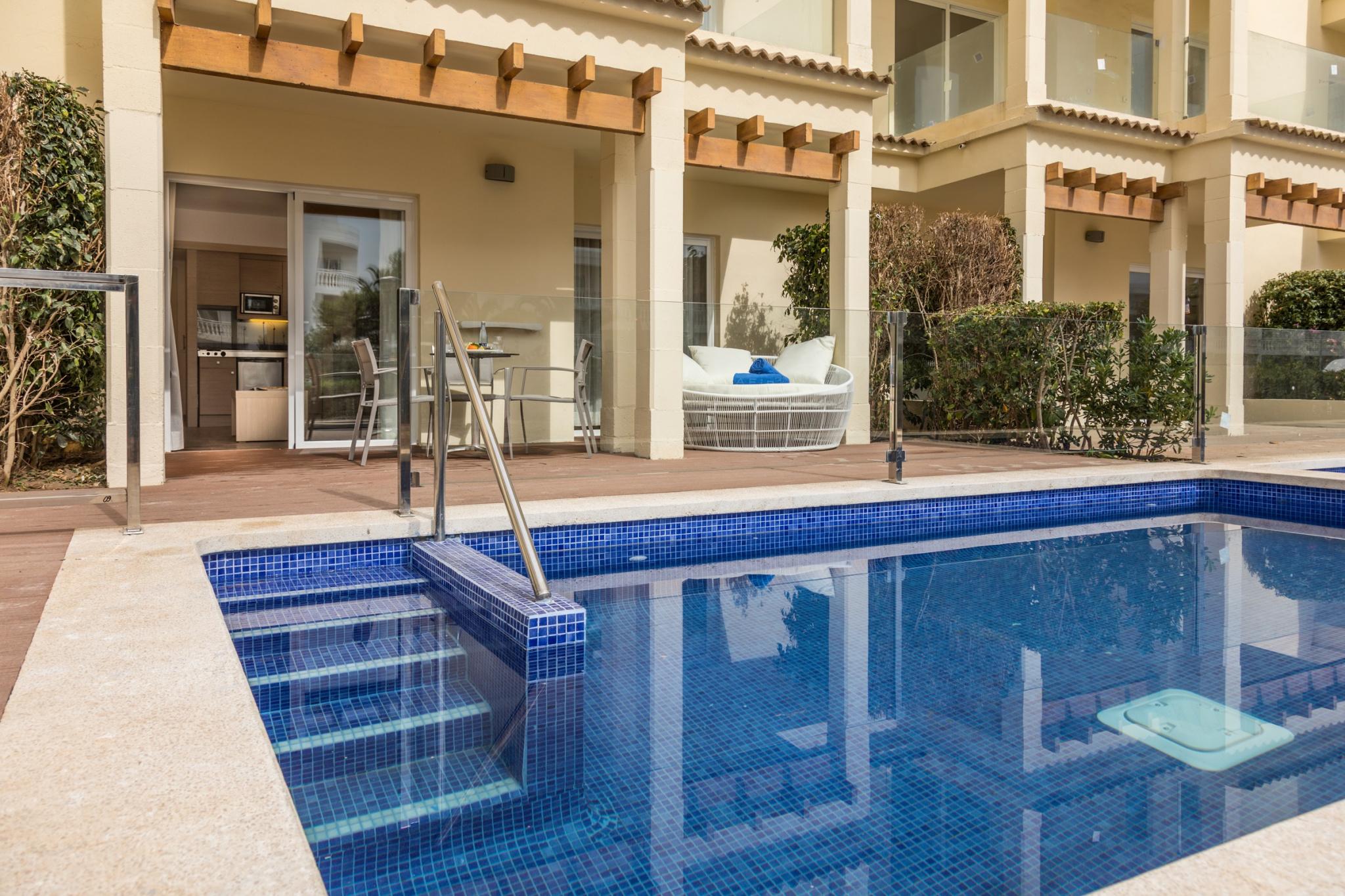Swim Up Apartment Zafiro Bahia